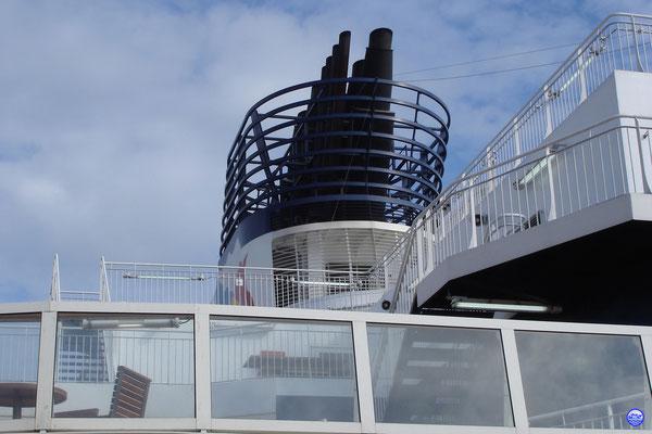 Tout ce qu'on voit de la cheminée depuis le bord... (© lebateaublog 2012)