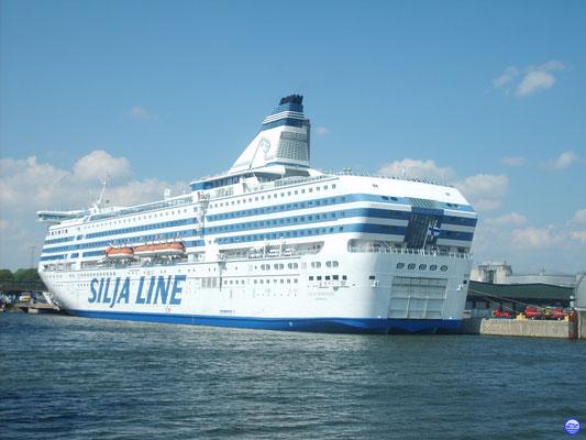 Silja Serenade à Stockholm-Värtahamnen (© lebateaublog-DC)