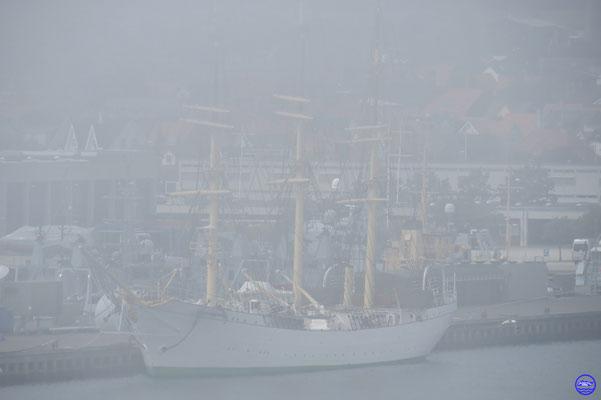 Un magnifique 3 mâts dans le port militaire que nous verrons bien mieux le lendemain...