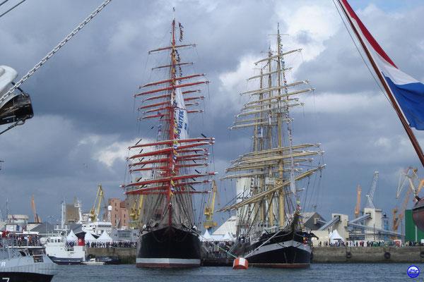 Les 2 plus grands voiliers du monde sont russes (© lebateaublog 2012)