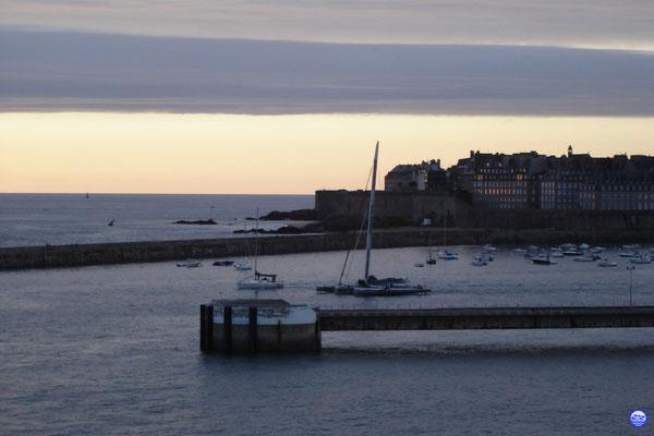 Crépuscule à Saint Malo (© lebateaublog 2012)