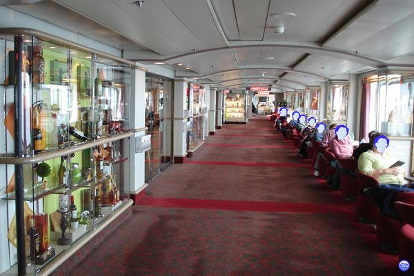 Bretagne Pont 7 - Coursive tribord. (© lebateaublog 2012)