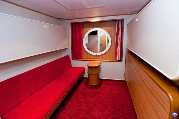 Baltic Queen - Cabine rouge intérieure (© lebateaublog-DC)