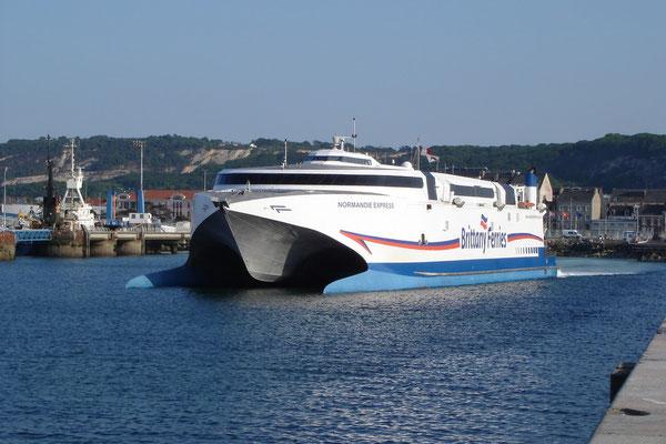Normandie Express à Cherbourg (© lebateaublog 2010)