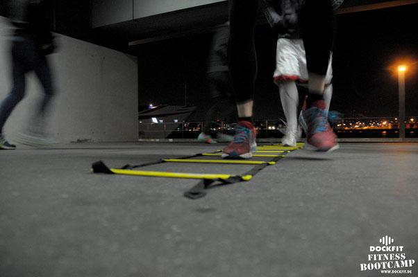 dockfit altona fitness Personal-Trainer bootcamp hamburg training fitnessexperten hamburg dockland battle ropes outdoor training Burpees Aurora