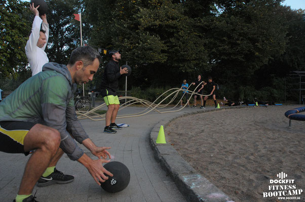 Bootcamp Hamburg Dockfit Outdoor Training Altona Team battle ropes, wilde seile, hill run