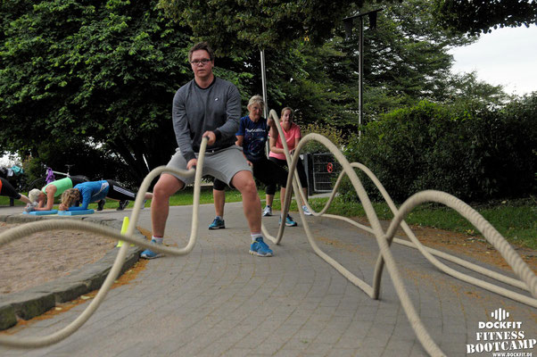 dockfit altona fitness bootcamp hamburg training fitnessexperten hamburg dockland battle ropes outdoor training sat1 ndr