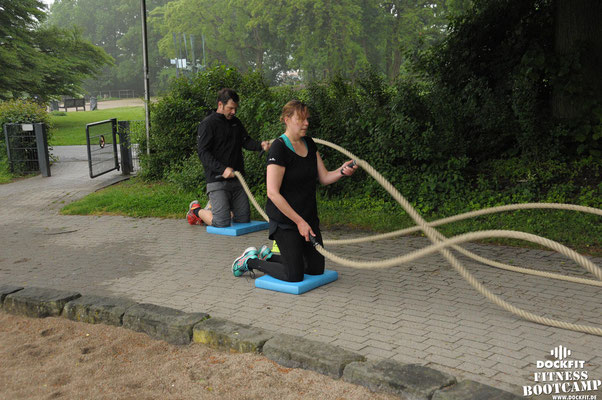 dockfit altona fitness bootcamp hamburg training fitnessexperten hamburg dockland battle ropes outdoortraining aida