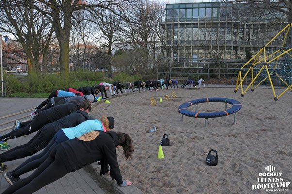 dockfit altona fitness Personal-Trainer bootcamp hamburg training fitnessexperten hamburg dockland battle ropes outdoor training Burpees overhead  2017 neue8wochen