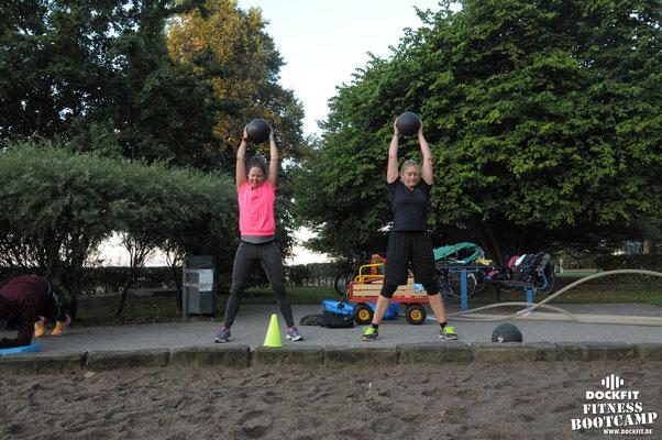 "dockfit altona fitness Personal-Trainer bootcamp hamburg training fitnessexperten hamburg dockland battle ropes outdoor training Hindernisse Dockfit ""super Start in den Tag"""