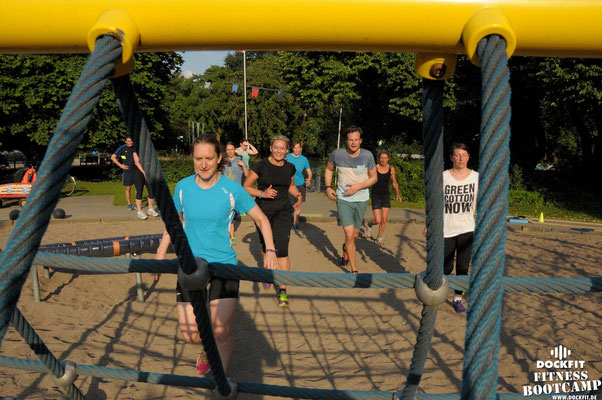 dockfit altona fitness bootcamp hamburg training fitnessexperten hamburg dockland battle ropes outdoortraining sommer