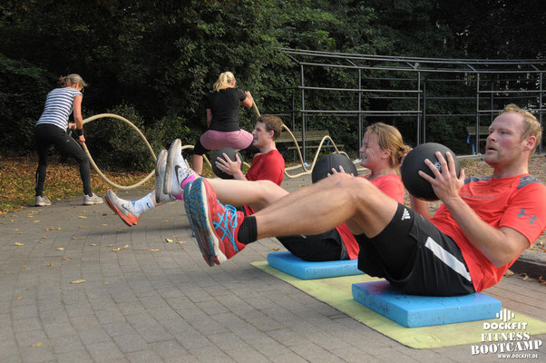 dockfit altona fitness Personal-Trainer bootcamp hamburg training fitnessexperten hamburg dockland battle ropes outdoor training Hindernisse wetter geil