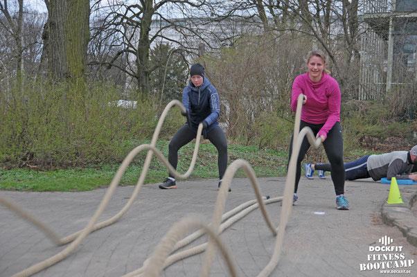 dockfit altona fitness Personal-Trainer bootcamp hamburg training fitnessexperten hamburg dockland battle ropes outdoor training Burpees overhead  2017 Sekunde