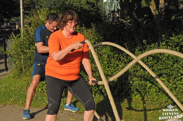 dockfit altona fitness bootcamp hamburg training fitnessexperten hamburg dockland battle ropes outdoor training 20Grad