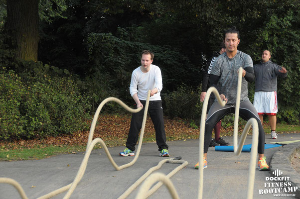 dockfit altona fitness Personal-Trainer bootcamp hamburg training fitnessexperten hamburg dockland battle ropes outdoor training Hindernisse Dockfit 8Wochen