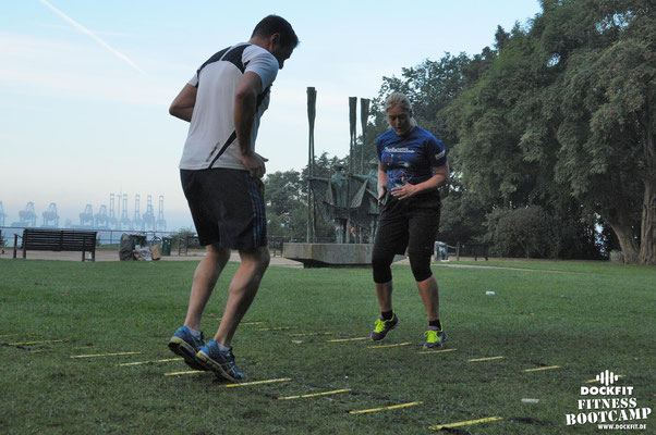 dockfit altona fitness Personal-Trainer bootcamp hamburg training fitnessexperten hamburg dockland battle ropes outdoor training Hindernisse beinarbeit