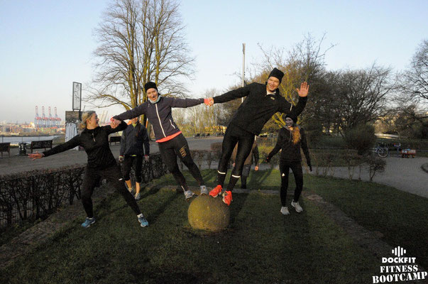 dockfit altona fitness bootcamp hamburg training battle ropes action 02