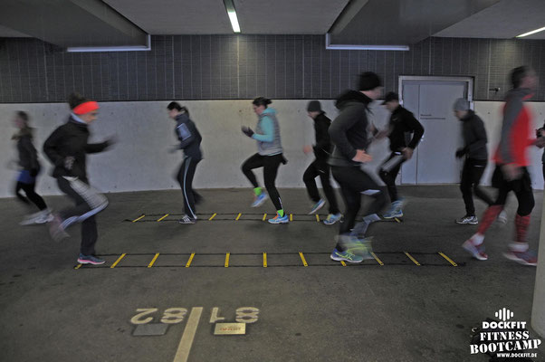 dockfit altona fitness Personal-Trainer bootcamp hamburg training fitnessexperten hamburg dockland battle ropes outdoor training Burpees overhead  2017