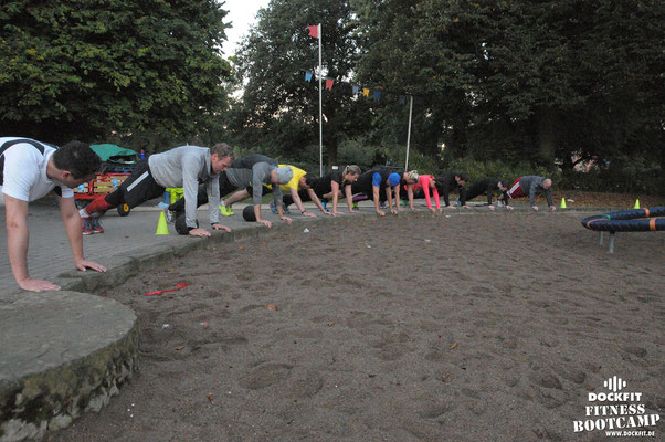 dockfit altona fitness Personal-Trainer bootcamp hamburg training fitnessexperten hamburg dockland battle ropes outdoor training Hindernisse Burpees sonnenaufgang