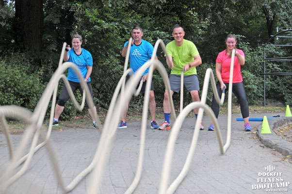 Bootcamp Hamburg Dockfit Outdoor Training Altona Team battle ropes, wilde seile