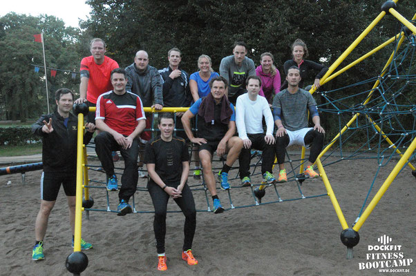 dockfit altona fitness Personal-Trainer bootcamp hamburg training fitnessexperten hamburg dockland battle ropes outdoor training Hindernisse Burpees pausen