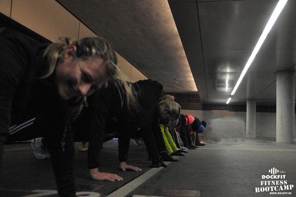 dockfit altona fitness Personal-Trainer bootcamp hamburg training fitnessexperten hamburg dockland battle ropes outdoor training Hindernisse Burpees Schnee