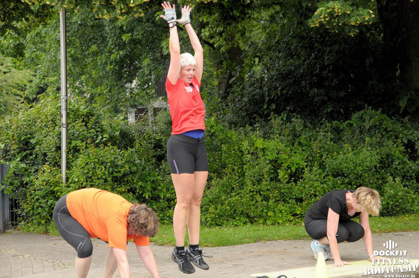 dockfit altona fitness bootcamp hamburg training fitnessexperten hamburg dockland battle ropes outdoor training sommersonnenwende