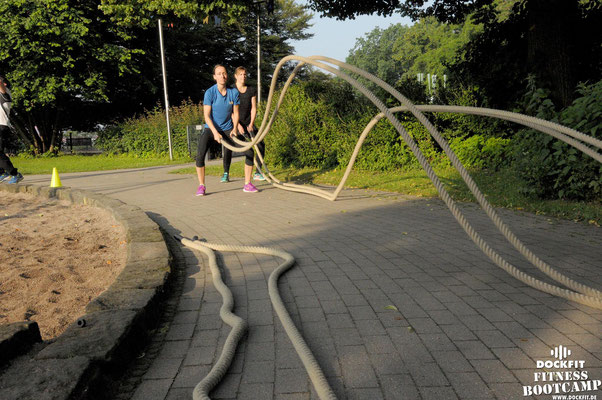 dockfit altona fitness bootcamp hamburg training fitnessexperten hamburg dockland battle ropes outdoor training sonne