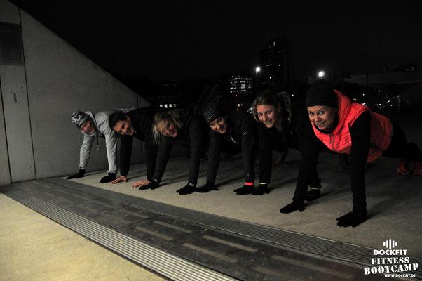 dockfit altona fitness Personal-Trainer bootcamp hamburg training fitnessexperten hamburg dockland battle ropes outdoor training Burpees neujahr