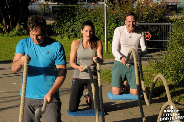 dockfit altona fitness bootcamp hamburg training fitnessexperten hamburg dockland battle ropes outdoortraining summer