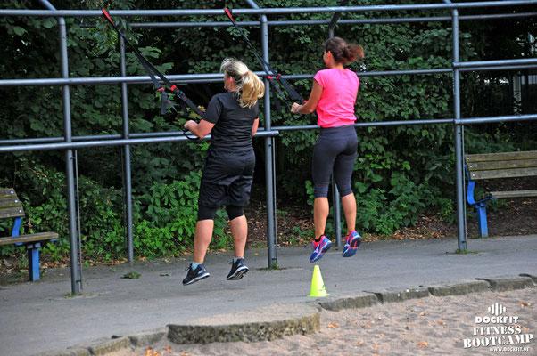 HIIT triathlon ironman stadtpark dockfit altona fitness Personal-Trainer bootcamp hamburg training fitnessexperten hamburg dockland battle ropes outdoor training Burpees overhead  2017 abnehmen Gewichtsreduktion outdoor Montag Mittwoch Altonaer-Balkon Six