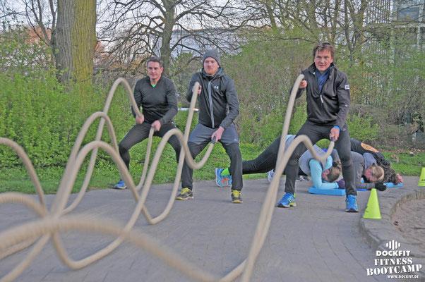 dockfit altona fitness Personal-Trainer bootcamp hamburg training fitnessexperten hamburg dockland battle ropes outdoor training Burpees overhead  2017 bakfiets