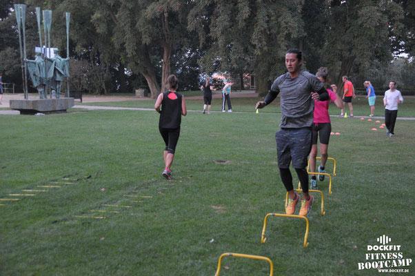 dockfit altona fitness Personal-Trainer bootcamp hamburg training fitnessexperten hamburg dockland battle ropes outdoor training Hindernisse