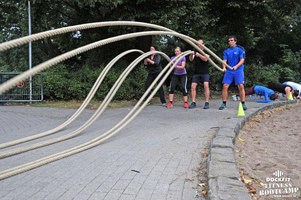 Bootcamp Hamburg Dockfit Outdoor Training Altona Team battle ropes, wilde seile