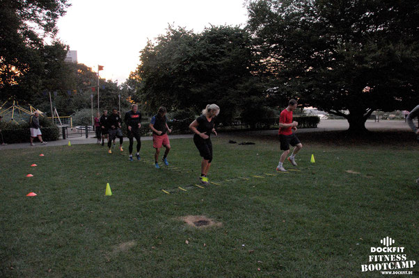 dockfit altona fitness Personal-Trainer bootcamp hamburg training fitnessexperten hamburg dockland battle ropes outdoor training Hindernisse Burpees