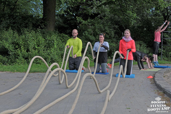 dockfit altona fitness Personal-Trainer bootcamp hamburg training fitnessexperten hamburg dockland battle ropes outdoor training Burpees overhead  2017 abnehmen Gewichtsreduktion outdoor Montag Mittwoch Altonaer-Balkon Sixpack