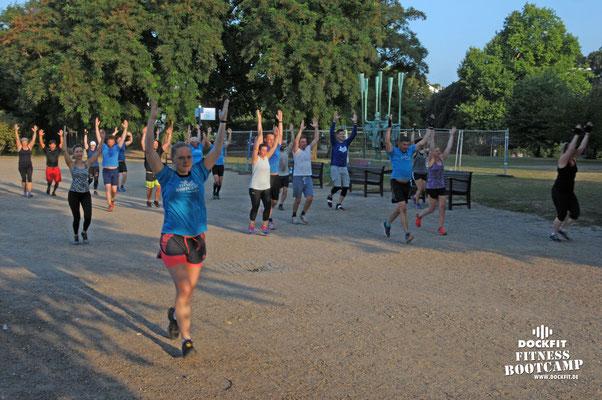 dockfit altona fitness Personal-Trainer bootcamp hamburg training fitnessexperten hamburg dockland battle ropes outdoor training Burpees overhead  2017 abnehmen Gewichtsreduktion regen trx Schlingentraining