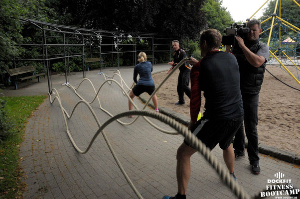 dockfit altona fitness bootcamp hamburg training fitnessexperten hamburg dockland battle ropes outdoor training sat1