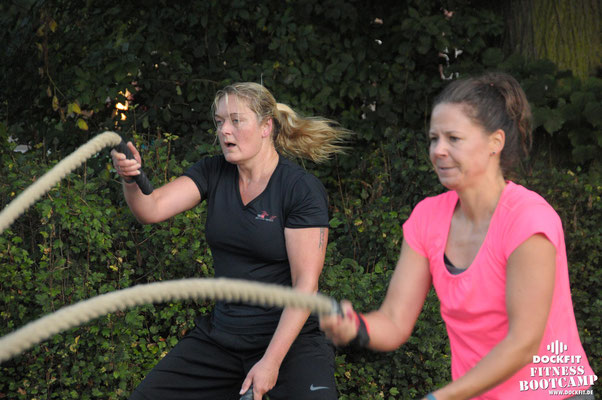 "dockfit altona fitness Personal-Trainer bootcamp hamburg training fitnessexperten hamburg dockland battle ropes outdoor training Hindernisse Dockfit ""super Start in den Tag"""