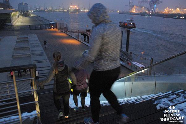 dockfit altona fitness Personal-Trainer bootcamp hamburg training fitnessexperten hamburg dockland battle ropes outdoor training Hindernisse Burpees 55