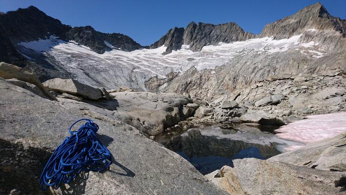 """""""Lac érotique"""" (sic!) auf der Terrasse vom Chlynen Diamantstock mit Blick auf den Bächlitalgletscher ... Wer hat's erfunden?"""