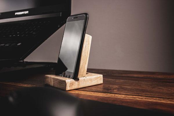 Smartphone Halterung aus Eschenholz