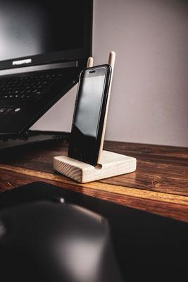 Smartphone Ständer aus Eschenholz - 19,90 € zzgl. Versand
