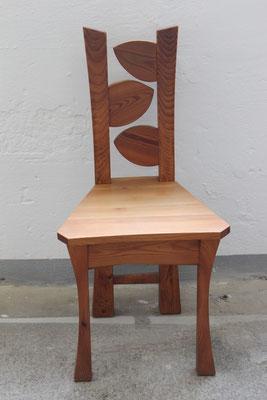 Stuhl. Schlicht oder dekorativ erhältlich.