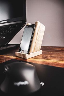 Smartphone Ständer aus Eschenholz - 29,90 € zzgl. Versand