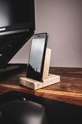 Smartphone Ständer aus Eschenholz - 24,90 € zzgl. Versand