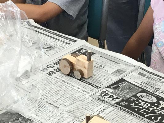 木の車(トラクター)