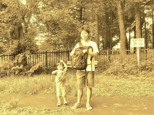 親子の昆虫採集ロードです 地元で育ち懐かしいという 昆虫に詳しかった