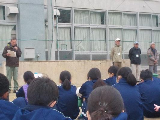 和田さんが全員に講義