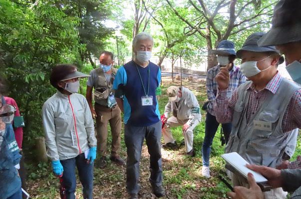 FIT杉並会設立メンバーの一人である田口さんから 都立公園内のフィールドに携わるに至る過去の歴史・経緯について説明された
